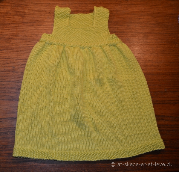 Æblegrøn kjole-strik