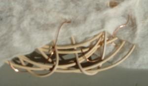 Kobbertråden flettet ind efter der er filtet.