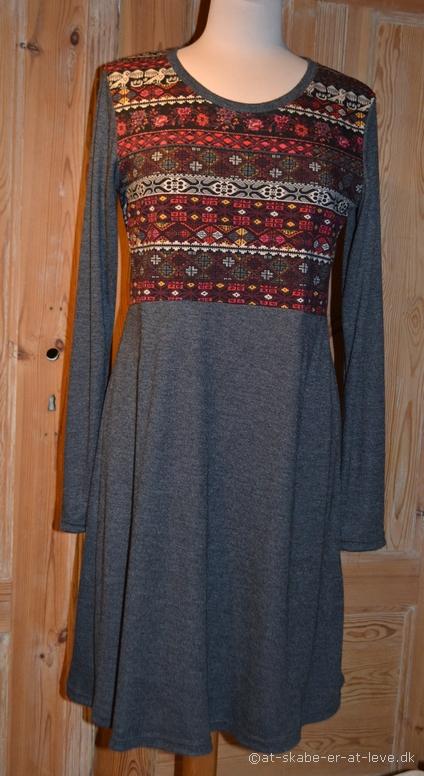 Kjole med empiresnit - for