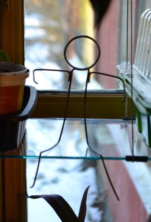 Lille hjælper i vindueskarmen