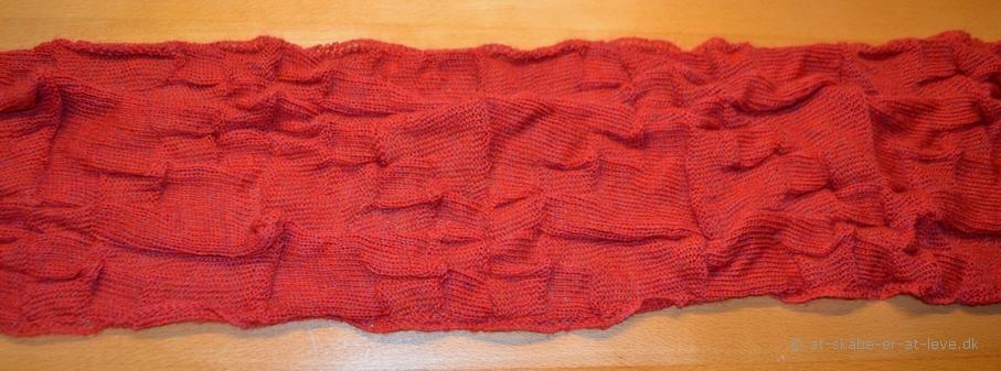 Tørklæde - magisk garn - strik færdig